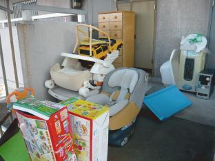 名古屋市千種区の団地でチャイルドシート、タンス等の不用品回収を行いました!