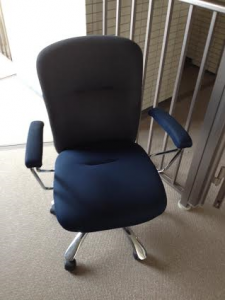 名古屋市 千種区 不要品地域最安値 椅子の処分 激安不用品回収