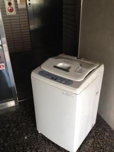千種区で洗濯機の処分が4000円は安いと思いました。やっぱり大手は高いんですねぇ~!頼むなら検索しても下のほうに出てくる所がねらい目です!!!